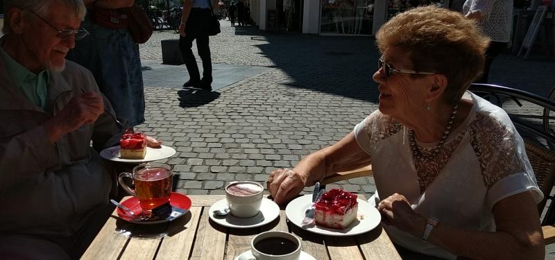 Sitting outside the Nobis Printen Bäckerei und Cafe